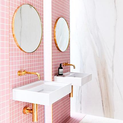 Moods: Pink ladies-badkamer-met-roze-tegels